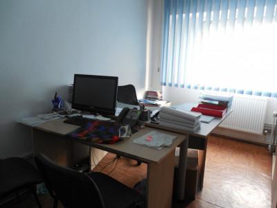 Constanta - Scoala 8, apartament 3 camere decomandat