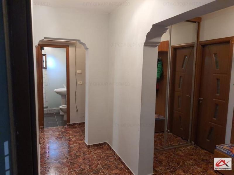 Dacia - apartament 3 camere decomandate