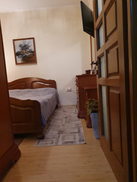 Constanta - Tomis 1- Spitalul Judetean - 4 camere in vila cu curte
